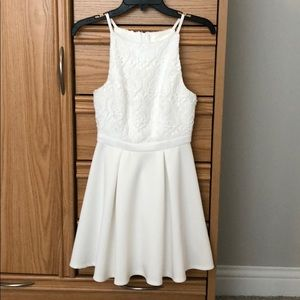 Gorgeous A-line white dress with crochet detail